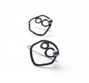 black circle earrings with black pearl from Studio METHOD(E)