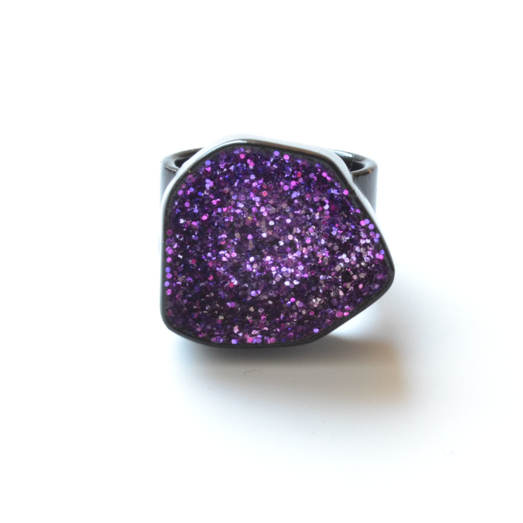 glitter geode ring in black powdercoat
